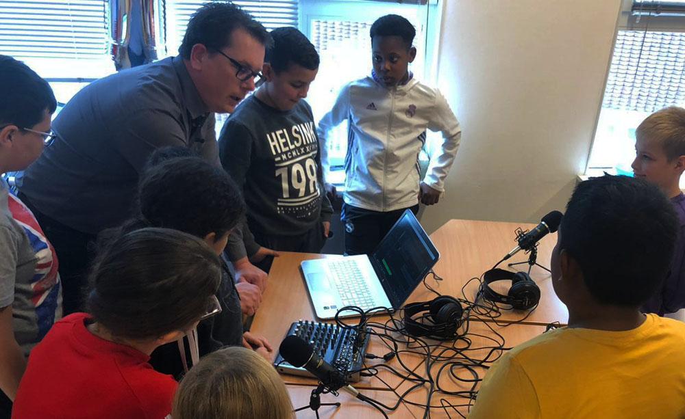 Nieuws lezen tijdens TalentMoment op De Vuurvogel in Helmond