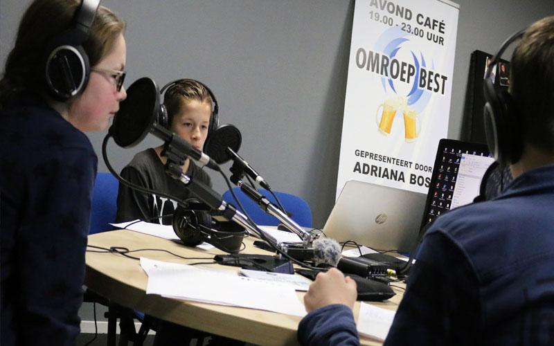 Bestse kinderen maken radio-uitzending